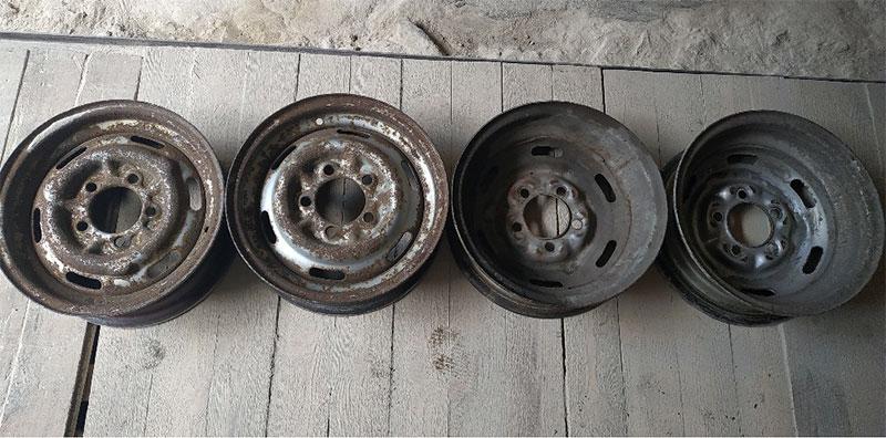 ржавые колесные диски